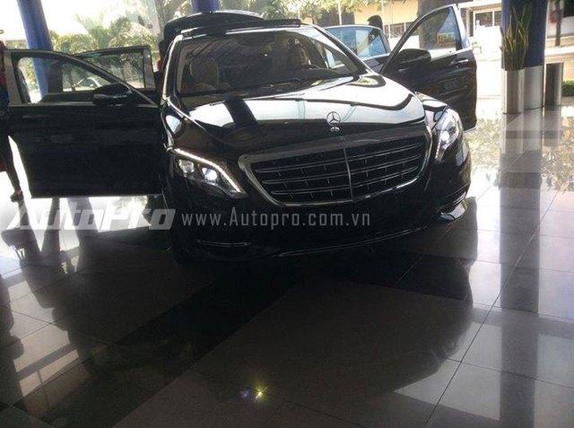 Chỉ khoảng 10 người mua mới có cơ hội chiêm ngưỡng trước chiếc Mercedes-Maybach S600 tại Việt Nam.