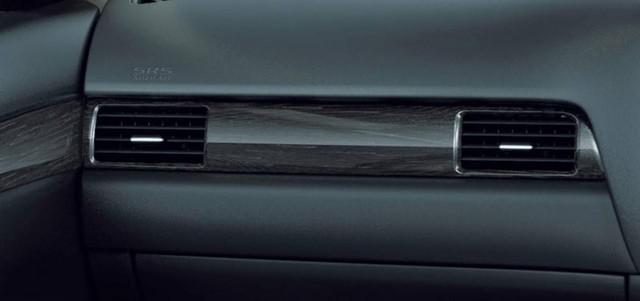 Không gian nội thất của Mitsubishi Outlander phiên bản tiết kiệm xăng.