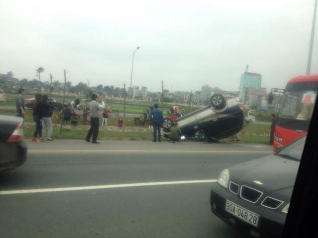 Chiếc xe SUV lật ngửa tại Hà Nội