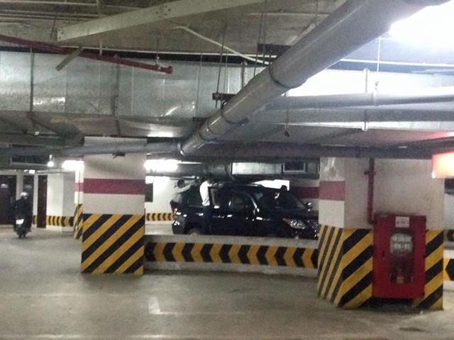 Chiếc Lexus LX570 bị kẹt trong hầm gửi xe