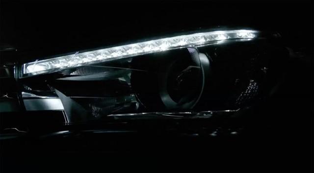 Dải đèn LED chiếu sáng ban ngày hợp xu hướng của Toyota Hilux 2016.