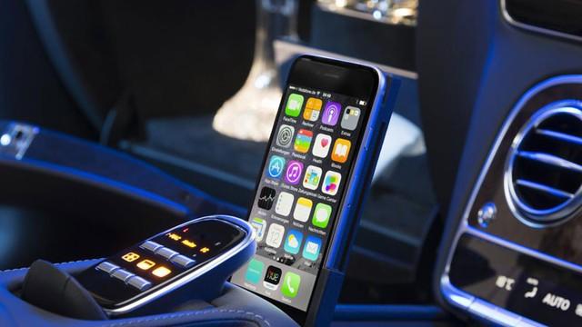 Các hệ thống trong khoang hành khách được điều khiển qua điện thoại iPhone.