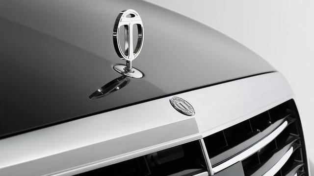Logo của hãng Trasco Bremen xuất hiện trên đầu xe Mercedes-Benz S-Class W222 bọc thép và kéo dài mới.