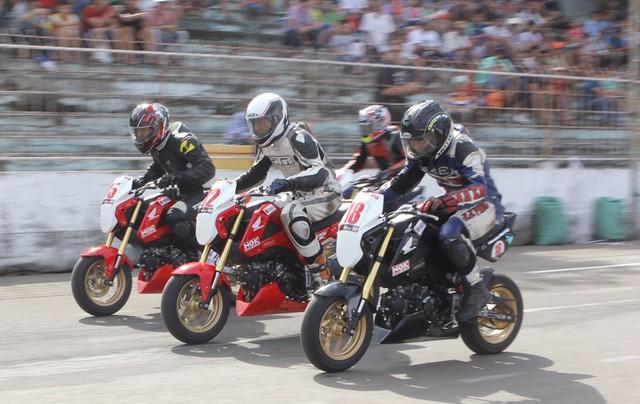 Những chiếc Honda MSX125 chạy trên đường đua tại Đà Nẵng.