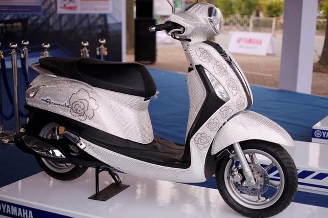 Yamaha Grande Swarovski với 43.000 viên pha lê.