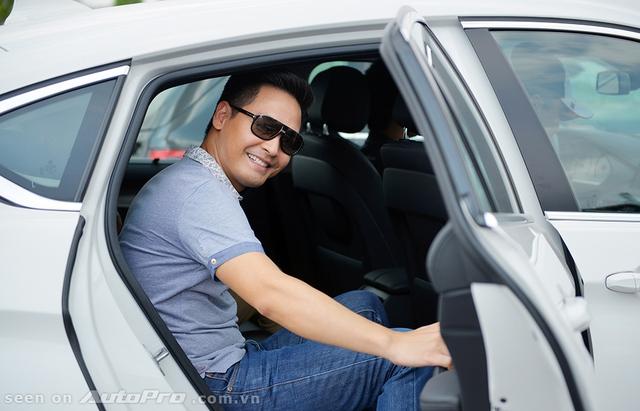 MC Phan Anh hào hứng tham gia trải nghiệm những chiếc BMW và MINI.