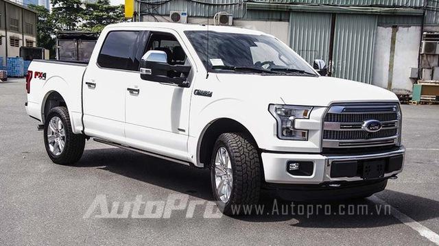 Ford F150 Platinum 2015 có giá sau thuế vào khoảng 2,6 tỷ đồng.