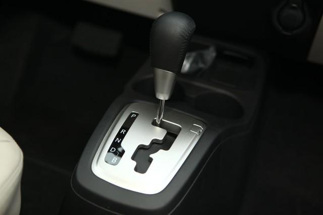 Hộp số tự động, có thêm cấp số B (Brake), hỗ trợ cho việc xuống dốc.