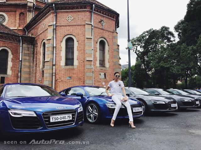 Người mẫu Phạm Thanh hằng bên những chiếc xe Audi TT 2015.