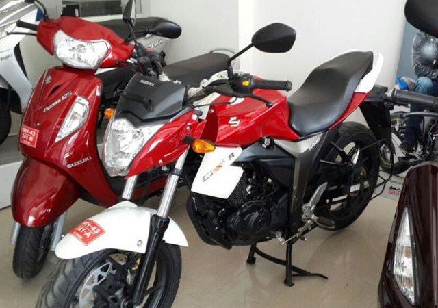 Suzuki Gixxer đỏ-trắng