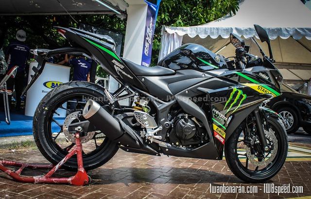 Yamaha R25 với tem Monster Yamaha Tech3