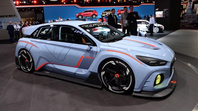 Trên thực tế, Hyundai RN30 chính là phiên bản hiệu suất cao của dòng xe hatchback gia đình i30. Dự kiến, Hyundai RN30 sẽ lên dây chuyền sản xuất thương mại vào năm 2017.