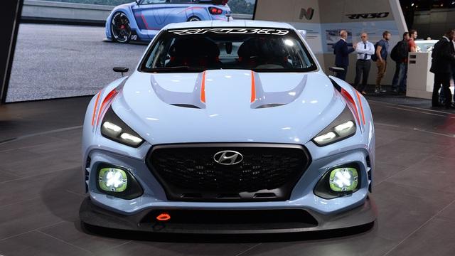 Trái tim của Hyundai RN30 là khối động cơ xăng 4 xy-lanh, tăng áp, dung tích 2.0 lít, sản sinh công suất tối đa 380 mã lực và mô-men xoắn cực đại 451 Nm. Sức mạnh được truyền tới cả 4 bánh thông qua hộp số ly hợp kép.