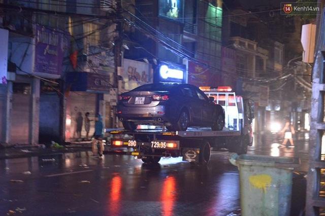 Trong những ngày mưa ngập lụt vừa qua, các xe cứu hộ giao thông đều hoạt động hết công suất để giải cứu những chiếc xe bị ngập nước.