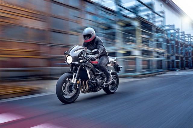 Cụ thể, vào ngày 17/1/2017, 95 chiếc XSR900 Abarth sẽ được bán qua phương thức đặt hàng trực tuyến trên một trang web cho Yamaha lập ra. Sau đó, vào tháng 4/2017, 600 chiếc còn lại sẽ được đưa đến các đại lý Yamaha toàn cầu cho khách hàng đến mua xe. Hiện tại, giá bán của chưa được tiết lộ.