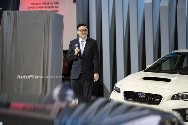 Ông Glenn Tan, Tổng Giám Đốc Tập Đoàn Tan Chong International chuyên nhập khẩu xe Subaru tại khu vực Đông Nam Á, cũng xuất hiện trong ngày khai mạc triển lãm VIMS 2016.