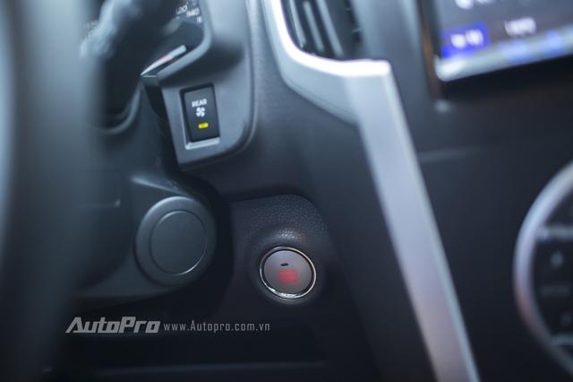 Xe được trang bị hệ thống khởi động bằng nút bấm start/stop.