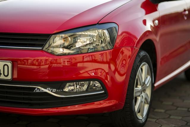 Volkswagen Polo chỉ được trang bị đèn chiếu sáng và đèn sương mù dạng halogen.