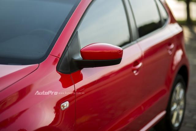 Gương chiều hậu của Volkswagen được điều khiển điện nhưng lại không tích hợp xi-nhan báo rẽ ngay trên gương.