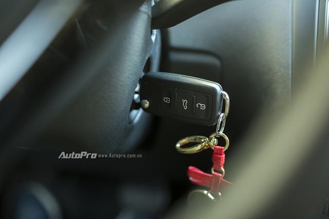 Volkswagen Polo hatchback vẫn sử dụng chìa khoá cơ để mở khoá và khởi động xe.