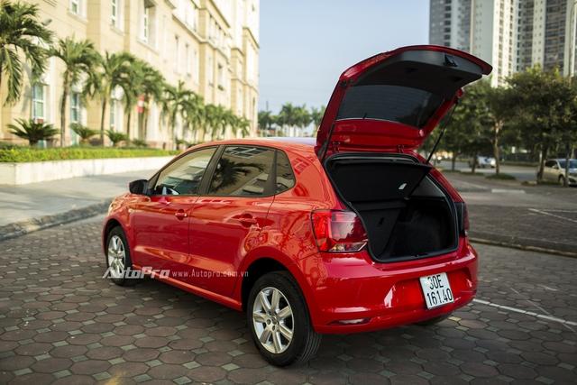 Volkswagen Polo hatchback có khoang hành lý thể tích 280 lít và có thể mở rộng bằng cách gập bớt hàng ghế sau xuống theo tỉ lệ 60:40.