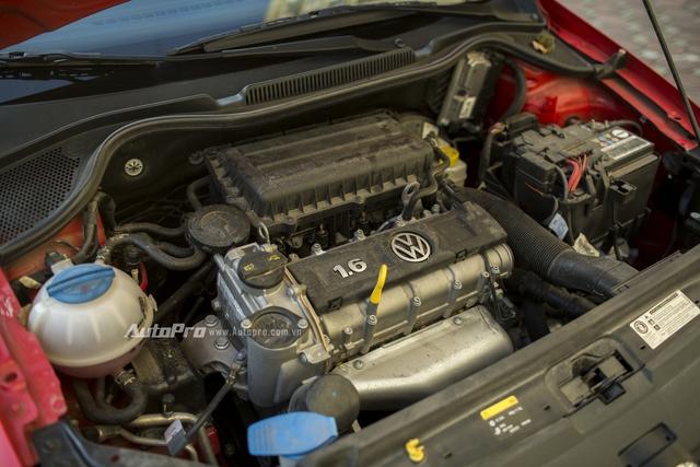 Bên dưới nắp ca-pô của Volkswagen Polo hatchback là khối động cơ i4 DOHC có dung tích 1.598cc có khả năng sản sinh công suất tối đa 105 mã lực tại vòng tua 5.250 vòng/phút và mô-men xoắn cực đại đạt 153Nm tại vòng tua 3.800 vòng/phút.