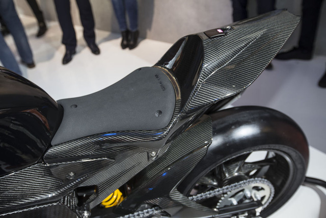 Dự kiến, BMW HP4 Race sẽ được sản xuất dưới dạng xe giới hạn số lượng như Ducati 1299 Superleggera. Nhiều khả năng BMW HP4 Race sẽ được bày bán trên thị trường vào nửa cuối năm sau.