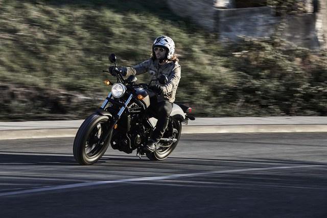 Trong quá khứ, đã có không ít biker tập làm quen với mô tô phân khối lớn thông qua những chiếc xe Honda Rebel. Đến nay, thế hệ các biker trẻ tuổi có thể lặp lại điều đó vì hãng Honda đã tung ra Rebel thế hệ mới.