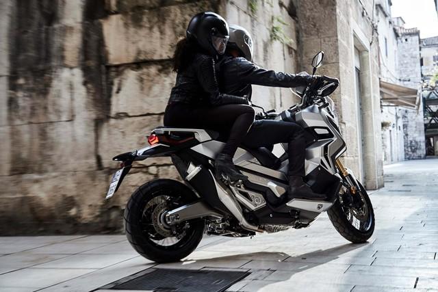 Tuy nhiên, honda X-ADV không sử dụng bộ khung chung với dòng NC-Series. Thay vào đó, Honda X-ADV lại được phát triển dựa trên khung gầm bằng thép ống mới...