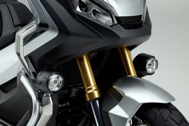 Ngoài ra, Honda X-ADV còn đi kèm phuộc hành trình ngược 41 mm tùy chỉnh theo tải phía trước.