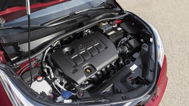 Tuy nhiên, tại thị trường Mỹ, Toyota C-HR chỉ có đúng 1 loại động cơ là máy xăng 4 xy-lanh, hút khí tự nhiên, dung tích 2.0 lít, sản sinh công suất tối đa 144 mã lực và mô-men xoắn cực đại 140 lb-ft.