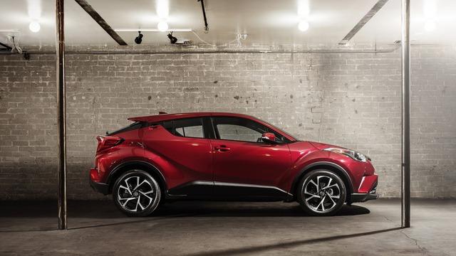 Có mặt trên thị trường Mỹ vào mùa xuân năm sau, Toyota C-HR được chia thành 2 bản trang bị là XLE tiêu chuẩn và XLE Premium.
