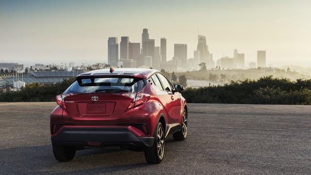 Động cơ kết hợp với hệ dẫn động cầu trước và hộp số CVT. Như vậy, máy xăng tăng áp 1,2 lít hay hệ dẫn động hybrid có trên xe ở các thị trường khác tạm thời sẽ không được dùng cho Toyota C-HR tại Mỹ.