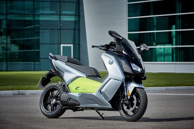 Triển lãm Paris năm nay sẽ là nơi hãng BMW trình làng một loạt sản phẩm mới. Một trong số đó có mẫu scooter chạy điện mang tên C Evolution.