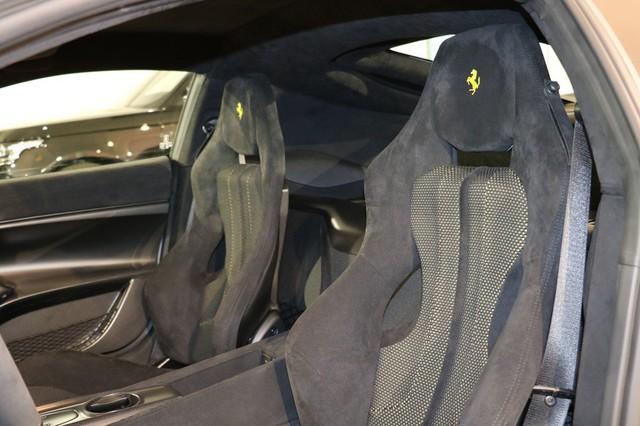 Toàn bộ sức mạnh được truyền tới bánh thông qua hộp số F1 DCT nâng cấp. So với loại trên F12 Berlinetta, hộp số của Ferrari F12tdf có thời gian sang số nhanh hơn. Ngoài ra, Ferrari F12tdf còn nhẹ hơn 110 kg so với F12 Berlinetta. Nhờ những thay đổi này, Ferrari F12tdf có thể tăng tốc từ 0-100 km/h trong 2,9 giây, 0-200 km/h trong 7,9 giây trước khi đạt vận tốc tối đa 340 km/h.