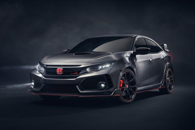 Honda Civic Hatchback 2017 thông thường vốn đã sở hữu thiết kế rất hầm hố. Thế nhưng, so với Type R 2018, Honda Civic Hatchback thế hệ mới vẫn thua xa về độ thể thao.