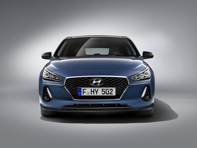 Hyundai i30 2017 - Xe gia đình đúng nghĩa, ngập tràn công nghệ an toàn - Ảnh 1.