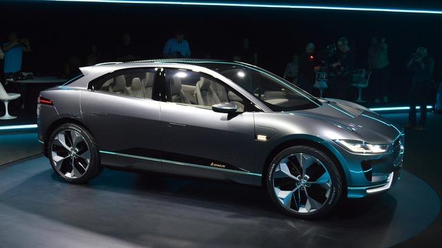 Trong sự kiện diễn ra trước thềm triển lãm Los Angeles 2016, hãng Jaguar đã trình làng một mẫu crossover hạng sang hoàn toàn mới mang tên I-Pace.