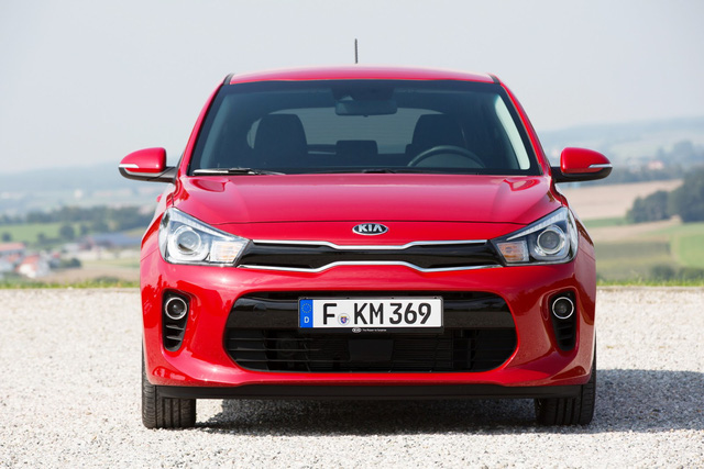 Dự kiến, Kia Rio 2017 sẽ được bày bán trên thị trường châu Âu vào quý I năm sau với chế độ bảo hành 7 năm hoặc 100.000 dặm, tương đương 160.000 km, tiêu chuẩn. Hiện giá bán của Kia Rio thế hệ mới chưa được công bố.