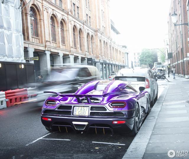 Chiếc siêu xe độc nhất vô nhị này không sử dụng biển số Trung Quốc. Thay vào đó là biển số khá đặc biệt với chữ GUO. Dự đoán, chữ GUO này được lấy từ cụm Zhongguo, có nghĩa là Trung Quốc trong tiếng quan thoại.
