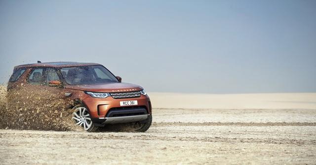 So với phiên bản cũ, Land Rover Discovery 2018 được trang bị cấu trúc bằng nhôm nhẹ nên giảm 480 kg trọng lượng. Nhờ đó, Land Rover Discovery 2018 hứa hẹn cũng tiết kiệm nhiên liệu và thải ít khí độc hại hơn trước.