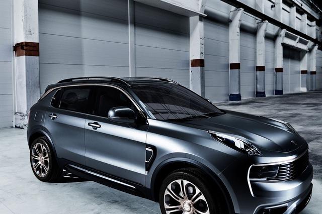 Lynk & Co là nhãn hiệu con mới được thành lập của hãng Geely đến từ Trung Quốc. Dù mới được thành lập nhưng Lynk & Co đã nhanh chóng tung ra sản phẩm đầu tay mang tên 01 với kiểu dáng SUV. Đích thân ông Lý Thư Phúc, chủ hãng Geely, đã giới thiệu Lynk & Co 01 trong một sự kiện diễn ra ở thủ đô Bắc Kinh, Trung Quốc, vào hôm qua, ngày 19/10.