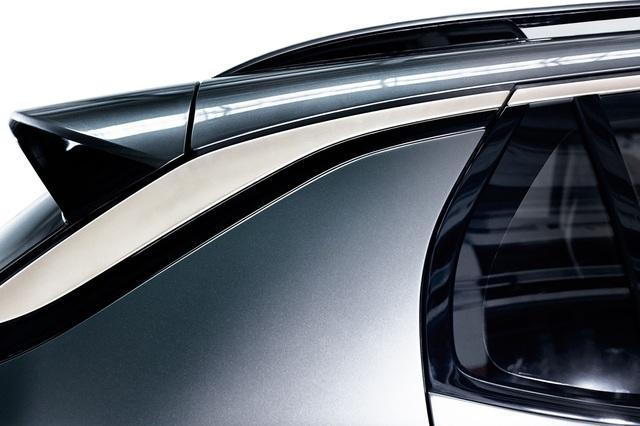 Dự kiến, Lynk & Co 01 sẽ có mặt trên thị trường vào năm 2018 với giá chưa được công bố. Ngoài 01, nhãn hiệu con Lynk & Co của Geely còn dự định tiếp tục phát triển 02 và 03. Lynk & Co khẳng định, đây đều là những mẫu xe hiện đại nhưng có giá hợp lý. Theo phó chủ tịch Alian Visser, mục tiêu của Lynk & Co là làm giàu cũng như đơn giản hóa việc sở hữu xe hơi bằng cách tái định nghĩa quá trình mua, sở hữu, kết nối và sử dụng ô tô.