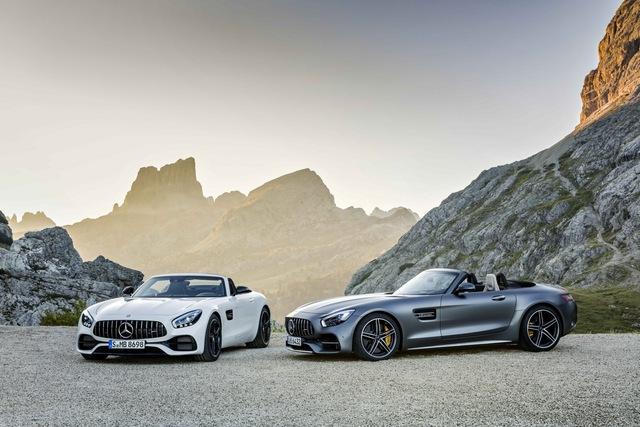 Cả Mercedes-AMG GT Roadster và GT C Roadster đều dùng chung động cơ là loại máy xăng V8, tăng áp kép, dung tích 4.0 lít. Động cơ kết hợp với một hộp số duy nhất là loại tự động ly hợp kép 7 cấp.