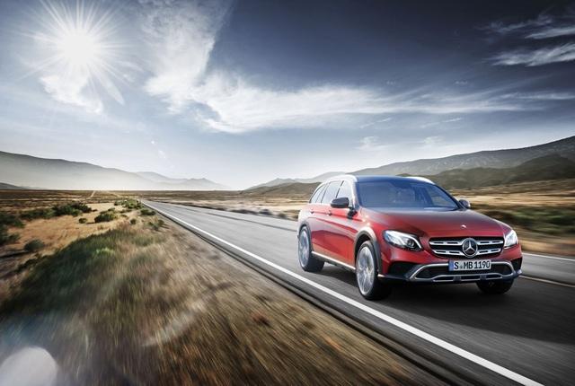 Chưa hết, Mercedes-Benz E-Class All-Terrain 2017 còn được trang bị bộ vành la-zăng hợp kim 19 inch và lốp khác biệt để cải thiện khả năng chạy off-road đồng thời mang đến cảm giác thoải mái trên mọi cung đường.
