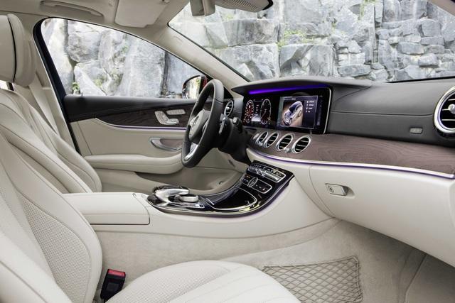 Ban đầu, hãng xe Đức chỉ cung cấp một tùy chọn động cơ cho Mercedes-Benz E-Class All-Terrain 2017, đó là máy dầu 2.0 lít có công suất tối đa 191 mã lực và mô-men xoắn cực đại 295 lb-ft. Đây là động cơ trên Mercedes-Benz E220d 4Matic All-Terrain 2017.
