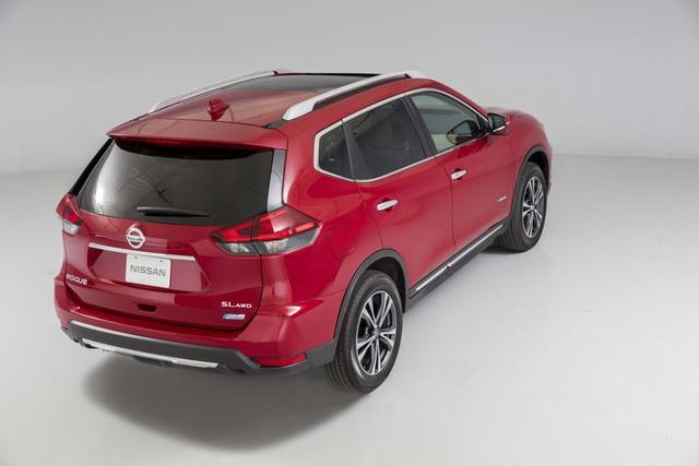 Hệ dẫn động của Nissan Rogue Hybrid 2017 sản sinh công suất tối đa 176 mã lực. Trong đó, động cơ xăng đóng góp 141 mã lực và 144 lb-ft. Hai con số tương ứng của mô-tơ điện là 40 mã lực và 118 lb-ft.