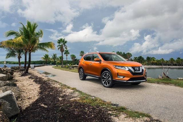 Nissan Rogue thế hệ hiện tại đã được bày bán trên thị trường Mỹ từ năm 2013. Đến nay, hãng Nissan quyết định bổ sung phiên bản nâng cấp cho dòng crossover cỡ nhỏ của mình. Ở phiên bản 2017, Nissan Rogue được thay đổi nhẹ về thiết kế nhưng quan trọng nhất là sự xuất hiện của hệ dẫn động hybrid.