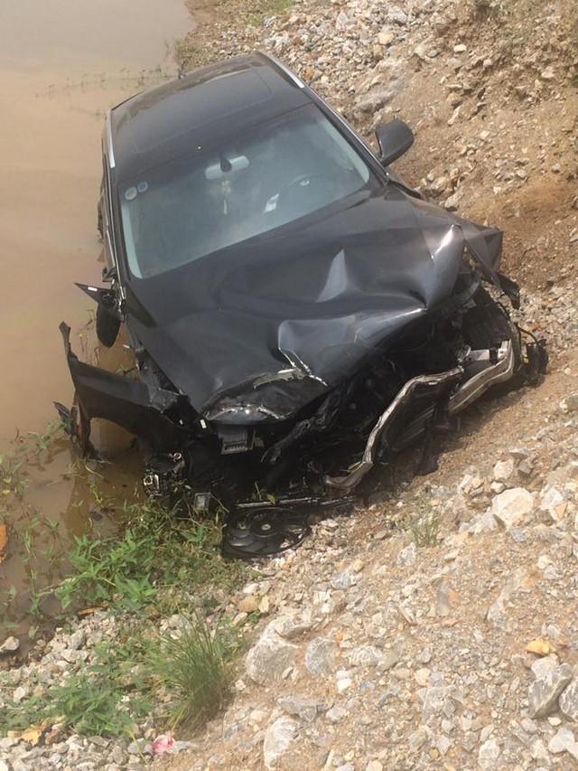 Chiếc Audi Q5 bị hỏng nặng phần đầu xe. Ảnh: Phụng Nguyễn