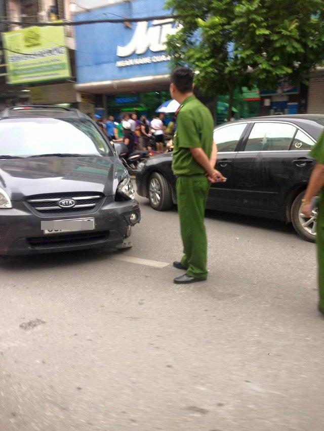Chiếc Kia Carens tại hiện trường vụ tai nạn. Ảnh: Otofun